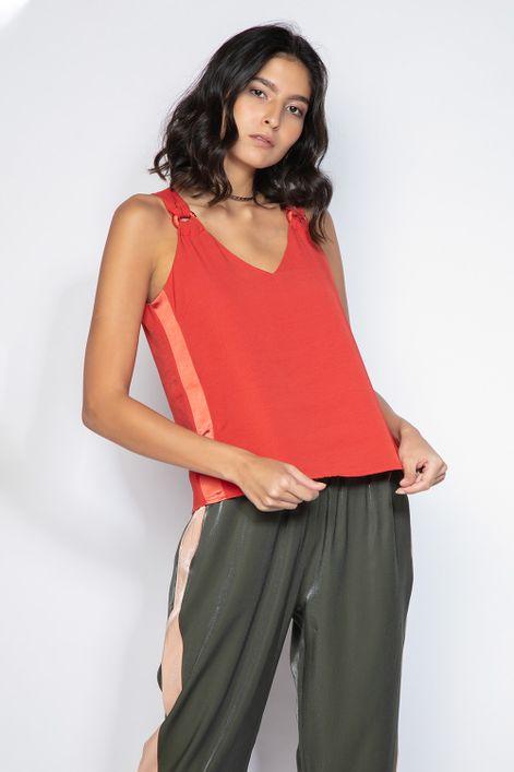 Camiseta-faixa-lateral-argolas-na-alca