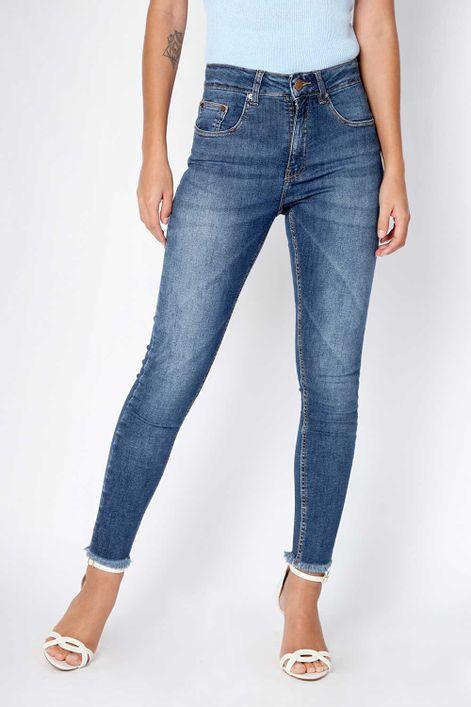 Calca-jeans-skinny-barra-desfiada