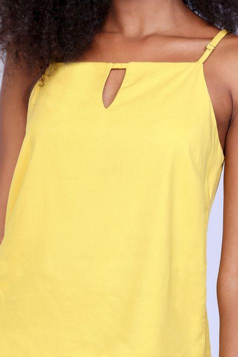 Camiseta-com-alca-regulavel-e-abertura-na-frente