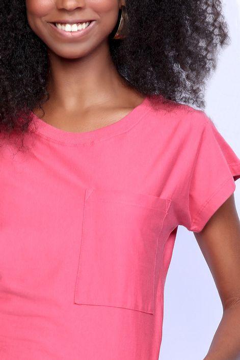 T-shirt-basica-com-bolso