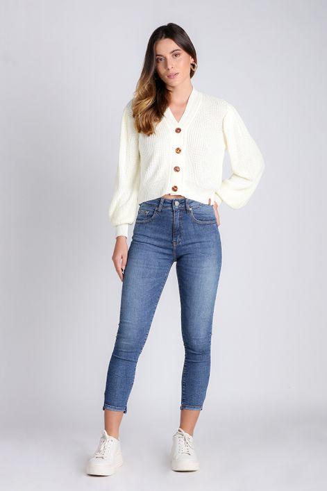 Calca-jeans-skinny-com-detalhe-na-barra
